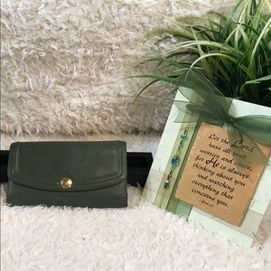 VGUC Coach Olive Leather 3 fold wallet